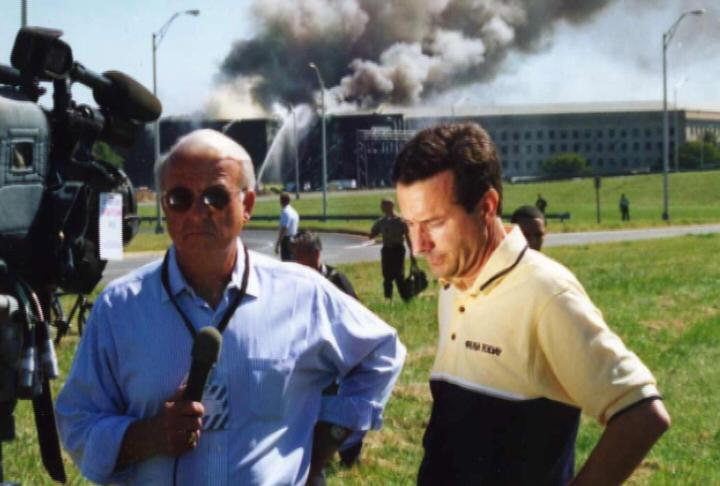 Mike Walter (r.) am 11. September 2001 vor dem Pentagon