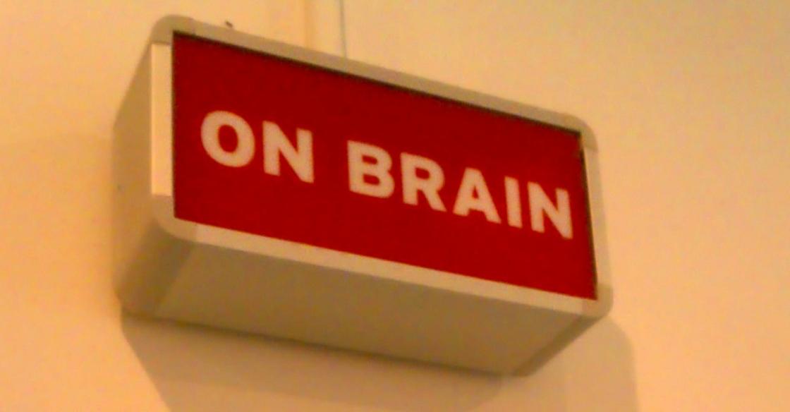 """Wir sind """"on brain"""" bevor wir """"on air"""" gehen! Detail überm Eingnag zur P7S1-Academy"""